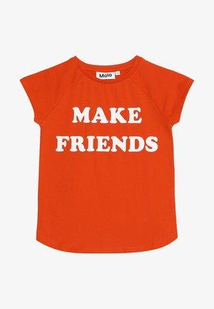 REINETTE - Print T-shirt - cherry tomato