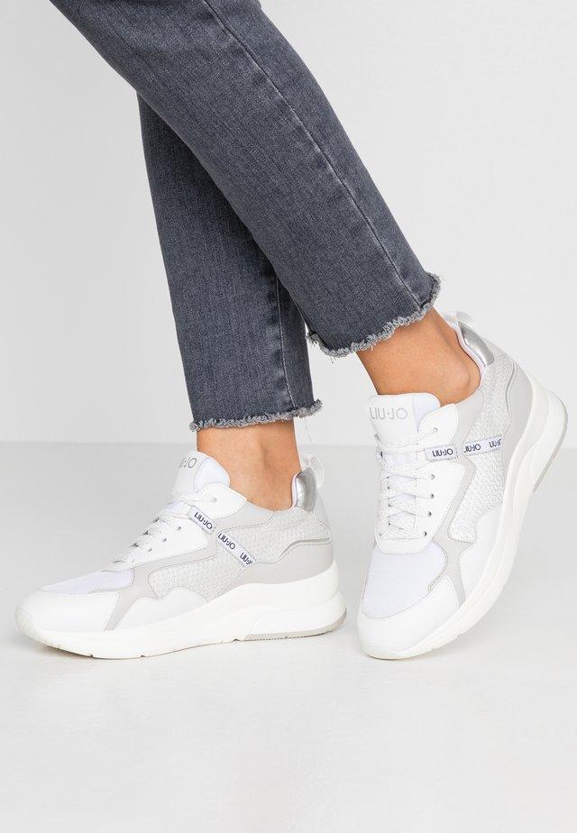 KARLIE - Sneakers laag - white
