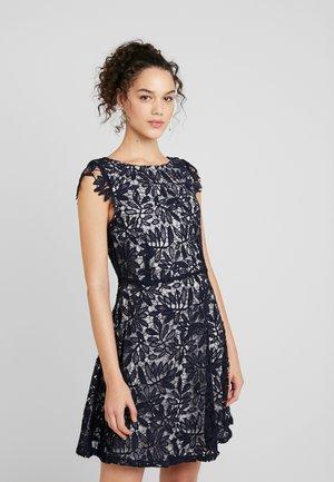VMDOLLAR CAP DRESS - Koktejlové šaty/ šaty na párty - night sky/silver scone