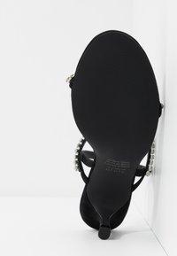 Who What Wear - ROMI - tåsandaler - black - 6