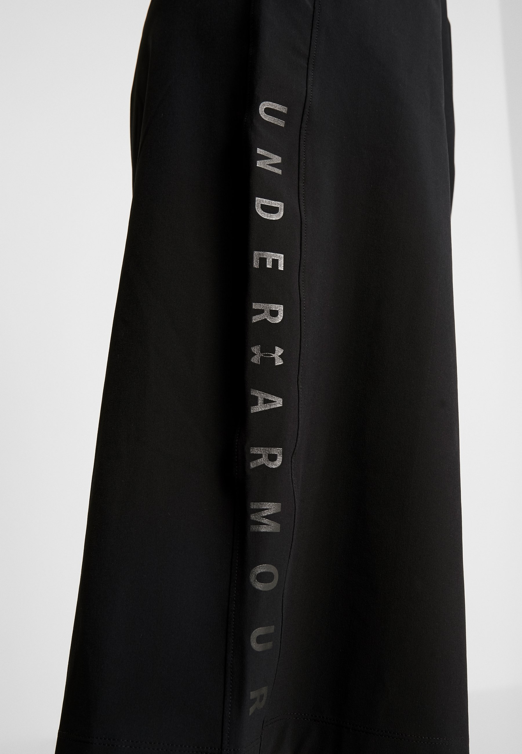 Under Armour FASHION CROPS - Tracksuit bottoms - black/jet gray WlVMn