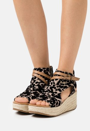 LACEY4EARTH - Ankle cuff sandals - sand