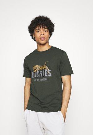 TIGER TEE - Print T-shirt - olive green