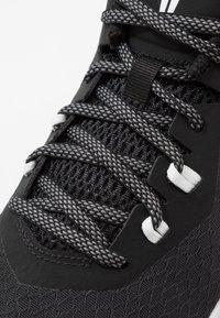 Nike Performance - MAMBA FURY - Basketbalové boty - black/smoke grey/white - 5