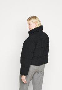 Pieces Curve - PCSAZEL SHORT PUFFER JACKET CURVE - Winter jacket - black - 2
