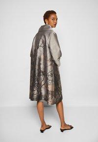 Alberta Ferretti - TRENCH COAT - Klasický kabát - grey - 3