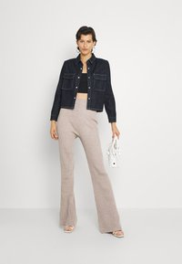 Fashion Union Tall - KYLIE FLARE TROUSERS - Leggings - taupe marl - 1
