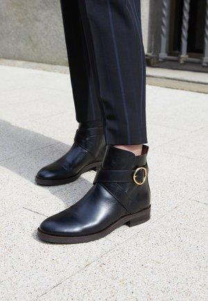 LYNA - Kotníkové boty - black