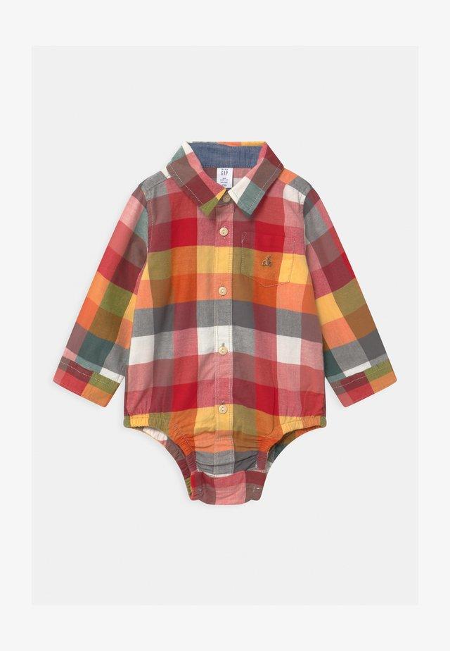 Skjorte - earthenware red