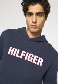 Tommy Hilfiger - OH HOODIE  - Pyjamasöverdel - blue - 3