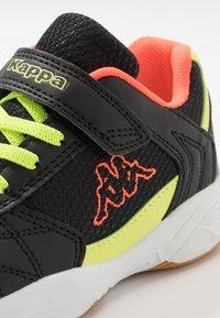 Kappa - DROUM II UNISEX - Sports shoes - black/coral - 2