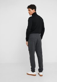 Bruuns Bazaar - CLEMENT CLARK PANT - Trousers - antracite - 2