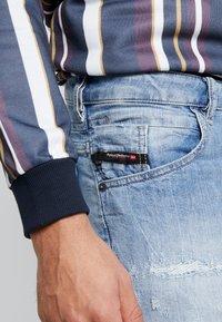 Diesel - D-BAZER - Slim fit jeans - 0095v01 - 3