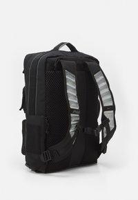 Nike Performance - UTILITY ELITE UNISEX - Rucksack - black/enigma stone - 3