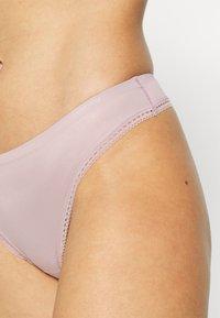 Calvin Klein Underwear - LIQUID TOUCH THONG - Stringit - amnesia - 4