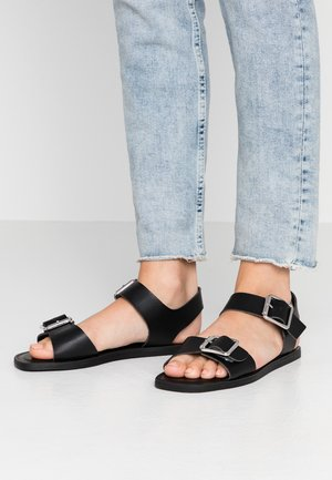 WIDE FIT HUCKLE - Sandály - black