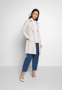 Cartoon - Classic coat - white sand - 1