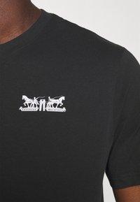 Levi's® - TEE UNISEX - Print T-shirt - caviar - 4