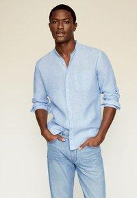 Mango - SLIM FIT  - Shirt - hemelsblauw - 0
