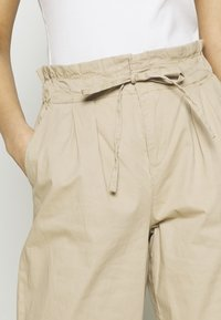 Vero Moda - VMEVANY LOOSE STRING ANKLE PANTS - Trousers - beige - 4