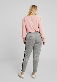 Zizzi - JMADDISON CROPPED PANT - Pantaloni - grey - 2