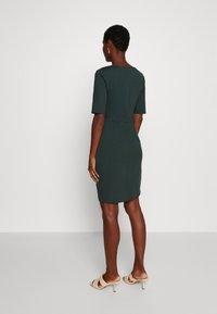 Anna Field - Pouzdrové šaty - scarab - 2