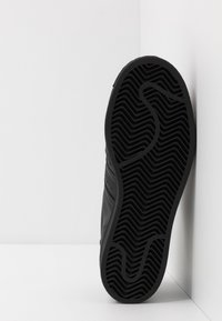 adidas Originals - SUPERSTAR - Sneakersy niskie - core black - 5