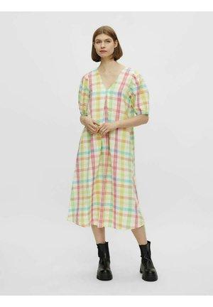 SEERSUCKER - Day dress - cyclamen