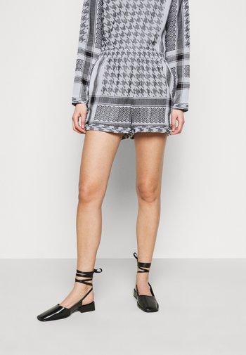 LIGHT - Shorts - black/white