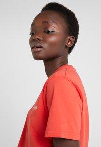 Han Kjobenhavn - CASUAL TEE - T-shirts basic - red - 3