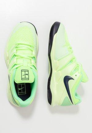 JR VAPOR X UNISEX - Multicourt tennis shoes - ghost green/blackened blue/barely volt