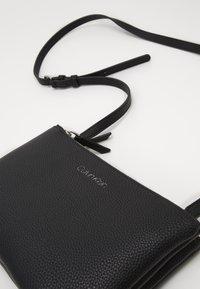 Calvin Klein - EVERYDAY DUO CROSSBODY - Umhängetasche - black - 3