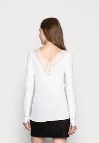 Pieces - PCSIRI - Top sdlouhým rukávem - bright white - 2