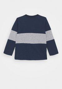 Guess - BABY - Maglietta a manica lunga - deck blue - 1