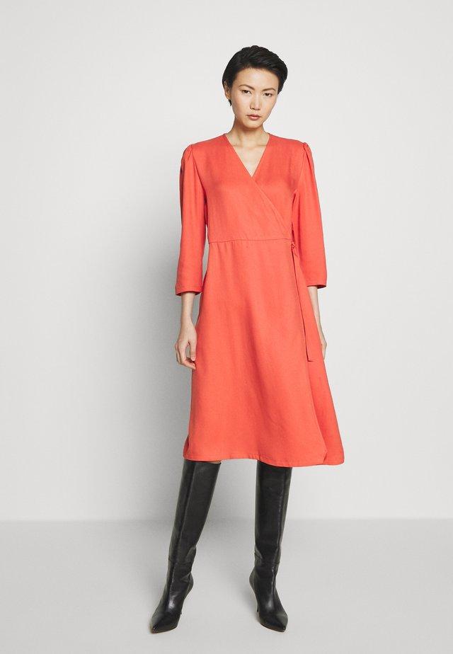 PRALENZA ANNLEE DRESS - Vapaa-ajan mekko - poppy red