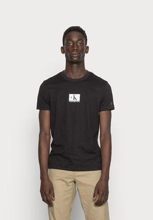 SMALL CENTRE CHEST BOX - T-shirt print - black