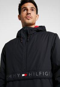 Tommy Hilfiger - STRETCH ANORAK - Light jacket - black - 3