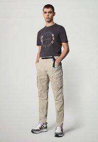 Napapijri - SALYA - Print T-shirt - dark grey solid - 1