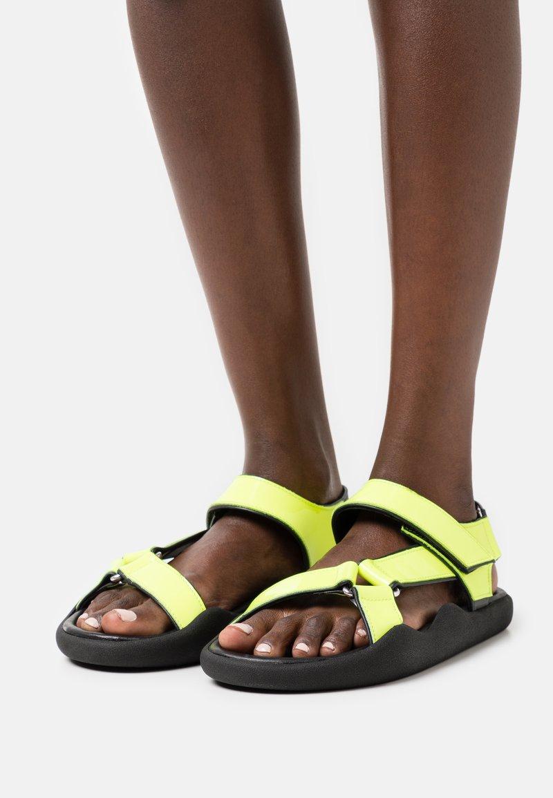 Christopher Kane - FLAT STRAP - Sandals - neon yellow