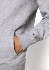 Tommy Jeans - Sweat à capuche - light grey heather - 5