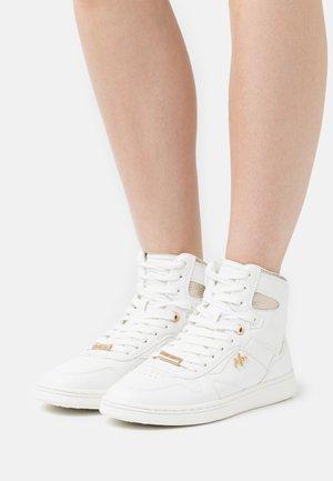 GINNY - Sneakersy wysokie - white/gold