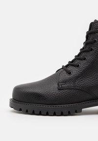 DECHASE - KEFF UNISEX - Lace-up ankle boots - black - 5