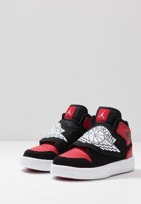 Jordan - SKY 1 UNISEX - Basketball shoes - black/white/gym red - 3