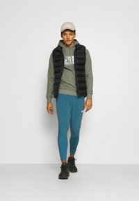 The North Face - MENS LIGHT DREW PEAK HOODIE - Jersey con capucha - agave green - 1