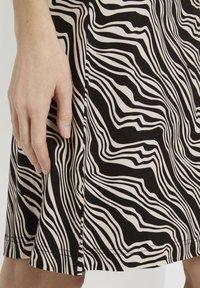 TOM TAILOR - Jersey dress - black wavy design - 4