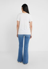 Paige - GENEVIVE  - Flared jeans - north star destessed