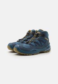 Lowa - ROBIN GTX QC UNISEX - Hiking shoes - stahlblau/senf - 1