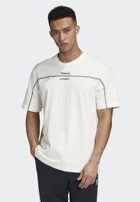 adidas Originals - R.Y.V. T-SHIRT - Print T-shirt - white - 0