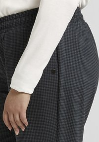 MY TRUE ME TOM TAILOR - Tracksuit bottoms - grey houndtooth check - 5