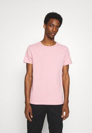 TEE - T-shirt - bas - glacier pink